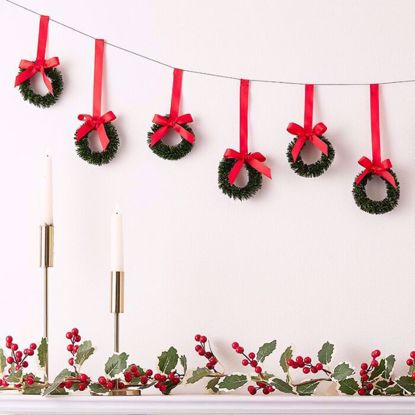 Picture of HANGING CHRISTMAS WREATH BUNTING DECORATION